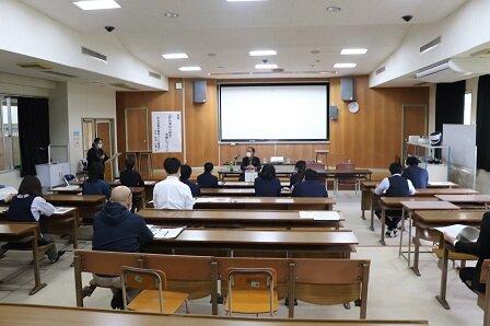 http://www.irabu-h.open.ed.jp/img/r2/0210irabujimakouwa/0210irabujimakouwa_1.JPG